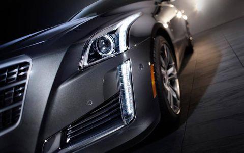 Automotive design, Automotive lighting, Rim, Alloy wheel, Car, Personal luxury car, Headlamp, Fender, Automotive tire, Light,