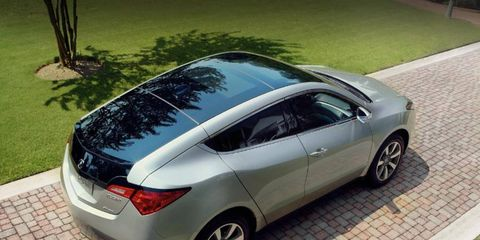 One key feature of the 2013 Acura ZDX is the panoramic sunroof.