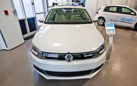 The 2013 Jetta Hybrid offers an alternative to diesel for economy-minded VW enthusiasts.