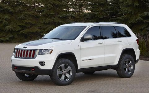 The Trailhawk is trimmed in mineral gray, stone white and red.