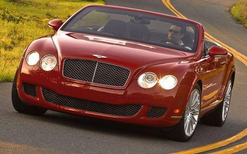 Automotive design, Vehicle, Land vehicle, Car, Bentley, Grille, Automotive mirror, Personal luxury car, Hood, Luxury vehicle,