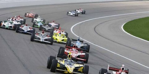 Scott Dixon battles Tomas Scheckter and Dan Wheldon in early race action