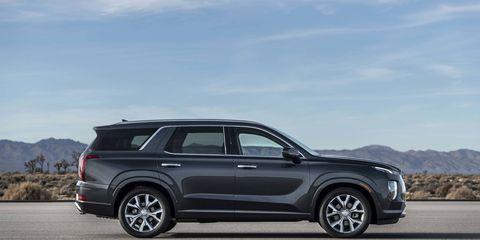 Hyundai's new flagship SUV -- the Palisade -- debuts at the Los Angeles Auto Show.