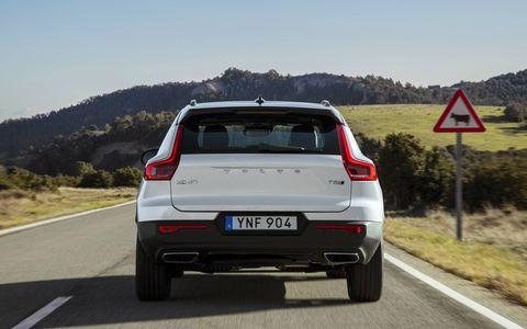 Land vehicle, Vehicle, Car, Automotive design, Hatchback, Volvo cars, Crossover suv, City car,