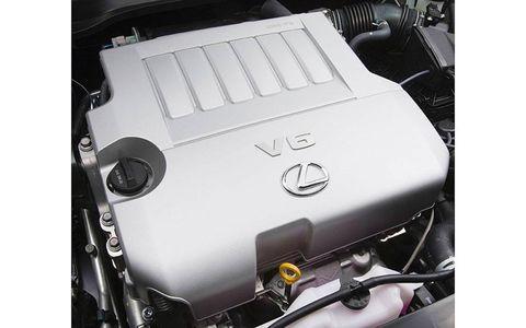 The engine of the 2013 Lexus ES.