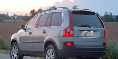 Tire, Wheel, Motor vehicle, Mode of transport, Automotive tire, Road, Vehicle, Transport, Natural environment, Automotive tail & brake light,