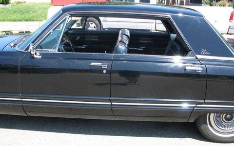 Vehicle, Land vehicle, Vehicle door, Car, Classic car, Personal luxury car, Luxury vehicle, Classic, Sedan, Full-size car,