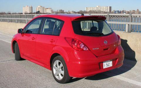 Motor vehicle, Tire, Wheel, Automotive design, Automotive mirror, Automotive tire, Vehicle, Land vehicle, Infrastructure, Vehicle door,