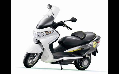 Suzuki Bergman Fuel-Cell Scooter