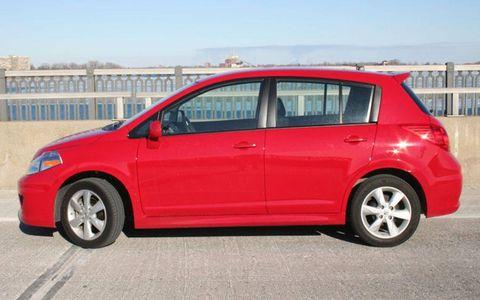 Tire, Wheel, Motor vehicle, Blue, Automotive design, Mode of transport, Alloy wheel, Vehicle, Automotive wheel system, Rim,