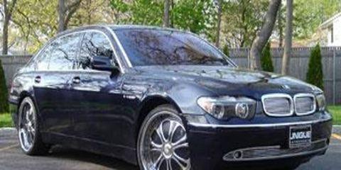 Tire, Mode of transport, Vehicle, Automotive design, Automotive tire, Hood, Transport, Rim, Car, Automotive exterior,