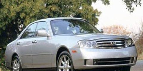 Tire, Wheel, Motor vehicle, Automotive mirror, Mode of transport, Nature, Automotive design, Daytime, Vehicle, Automotive tire,