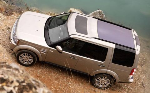 Motor vehicle, Tire, Wheel, Automotive tire, Automotive design, Mode of transport, Vehicle, Automotive exterior, Transport, Rim,