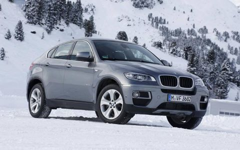 The 2013 BMW X6 xDrive35i tearing through the winter landscape.
