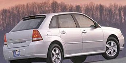Tire, Wheel, Motor vehicle, Mode of transport, Automotive tire, Transport, Vehicle, Automotive design, Glass, Land vehicle,