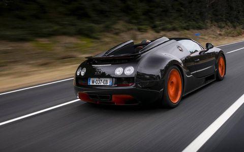 Tire, Mode of transport, Road, Automotive design, Vehicle, Infrastructure, Automotive mirror, Automotive lighting, Car, Road surface,
