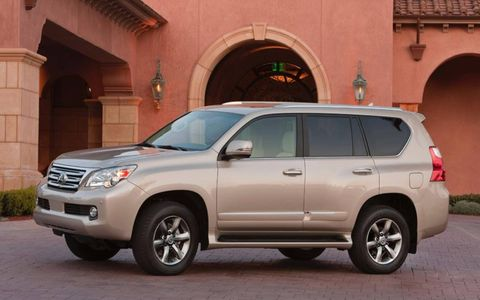 The size of the 2013 Lexus GX 460 Limited burdens fuel efficiency with a 17 mpg overall fuel economy, though we observed a 15.9 mpg during testing.