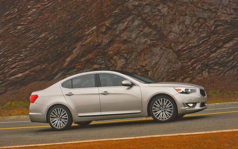 The 2014 Kia Cadenza is equipped with only one powertrain: a 3.3-liter V6 engine that makes use of fuel-efficient direct injection technology.