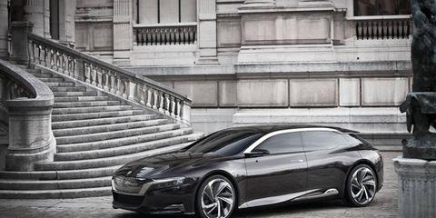 Tire, Wheel, Automotive design, Mode of transport, Land vehicle, Rim, Infrastructure, Road, Car, Street,