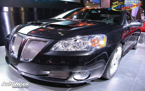 Motor vehicle, Automotive design, Vehicle, Automotive lighting, Land vehicle, Headlamp, Automotive parking light, Car, Grille, Hood,