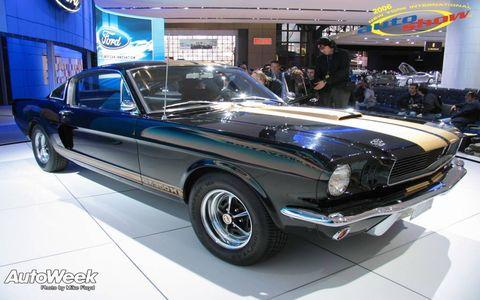 Wheel, Tire, Automotive design, Vehicle, Land vehicle, Automotive tire, Car, Hood, Classic car, Headlamp,