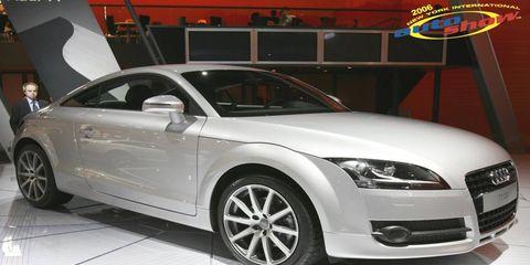 Tire, Wheel, Automotive design, Vehicle, Land vehicle, Automotive mirror, Grille, Hood, Car, Headlamp,