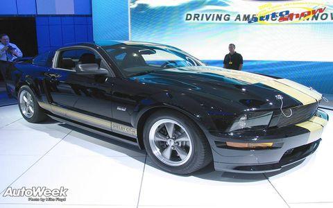 Tire, Wheel, Motor vehicle, Automotive tire, Automotive design, Vehicle, Land vehicle, Hood, Headlamp, Automotive lighting,
