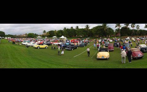 Crowds check out the sheetmetal at Boca Raton.