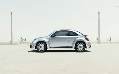 The VW iBeetle has 18-inch alloy wheels, mirrors housings and side trim panels painted in Galvano grey.