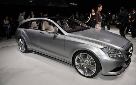 Tire, Wheel, Automotive design, Vehicle, Land vehicle, Alloy wheel, Car, Spoke, Rim, Personal luxury car,