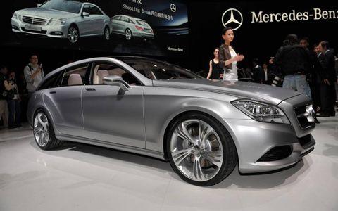 Tire, Wheel, Automotive design, Vehicle, Land vehicle, Car, Alloy wheel, Automotive lighting, Personal luxury car, Headlamp,