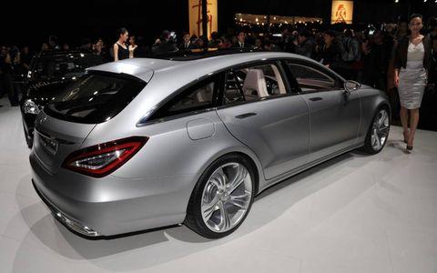 Wheel, Tire, Automotive design, Vehicle, Land vehicle, Car, Personal luxury car, Mercedes-benz, Luxury vehicle, Alloy wheel,