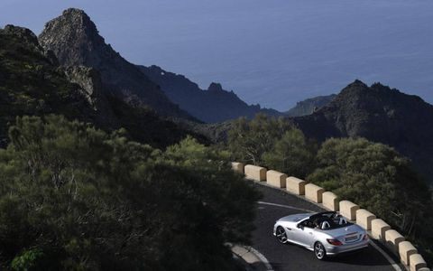 Mountainous landforms, Automotive design, Mountain range, Hill, Fender, Highland, Mountain, Alloy wheel, Terrain, Rim,