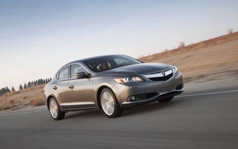 Tire, Automotive mirror, Wheel, Mode of transport, Automotive design, Vehicle, Road, Land vehicle, Automotive tire, Glass,