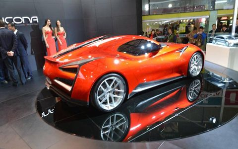 The Vulcano concept has a 950 hp gasoline-electric hybrid engine.