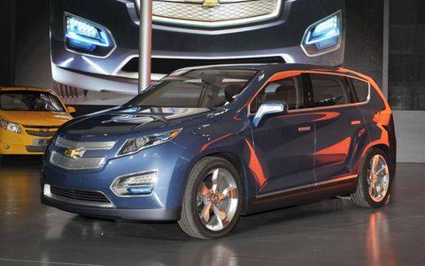 Motor vehicle, Tire, Wheel, Mode of transport, Automotive design, Vehicle, Product, Land vehicle, Automotive mirror, Automotive lighting,