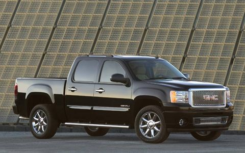 The 2013 GMC Sierra 1500 Denali is equipped with a 6.2-liter V8 that produces 403 hp with 417 lb-ft of torque.