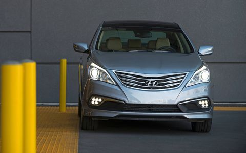 Automatic high beam assist on Limited models automatically dims headlights toward oncoming traffic to help reduce high-beam glare for approaching drivers.