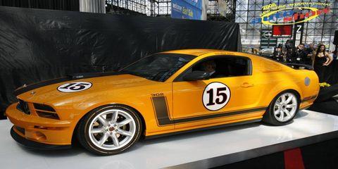 Tire, Automotive design, Vehicle, Land vehicle, Hood, Rim, Car, Alloy wheel, Spoke, Automotive tire,