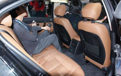 The additional leg room in the back seat of the BMW 328Li.