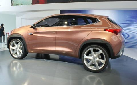 A side view of the Chery TX crossover.