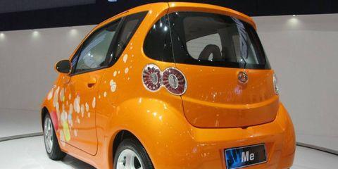 Motor vehicle, Tire, Wheel, Mode of transport, Automotive design, Yellow, Vehicle, Car, Automotive mirror, Vehicle door,