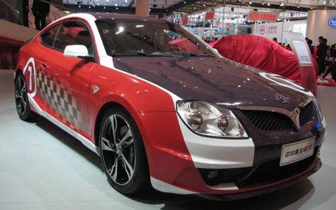 Tire, Motor vehicle, Wheel, Automotive design, Vehicle, Land vehicle, Car, Grille, Full-size car, Personal luxury car,