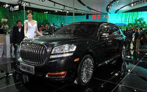 Automotive design, Vehicle, Event, Grille, Car, Luxury vehicle, Personal luxury car, Light, Exhibition, Alloy wheel,
