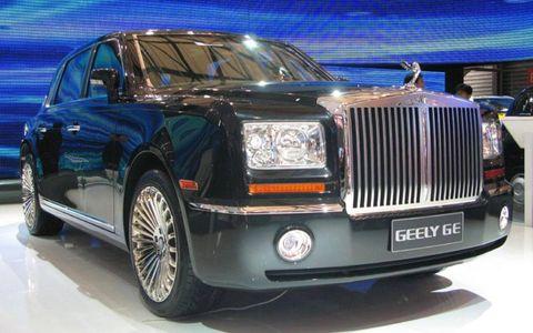 Tire, Wheel, Automotive design, Vehicle, Transport, Land vehicle, Automotive tire, Car, Rim, Grille,