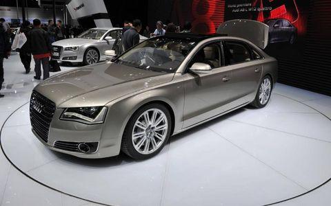 Tire, Wheel, Automotive design, Vehicle, Land vehicle, Car, Alloy wheel, Personal luxury car, Grille, Automotive lighting,