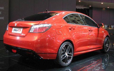 Wheel, Tire, Automotive design, Vehicle, Land vehicle, Car, Automotive tire, Full-size car, Alloy wheel, Mid-size car,