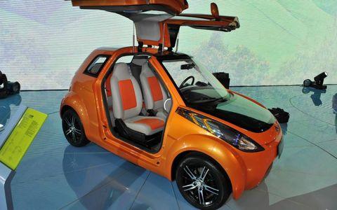 Tire, Wheel, Motor vehicle, Mode of transport, Automotive design, Vehicle, Automotive mirror, Automotive exterior, Car, Vehicle door,