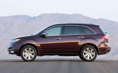Tire, Wheel, Automotive tire, Vehicle, Transport, Land vehicle, Car, Rim, Automotive design, Glass,