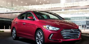 The 2017 Hyundai Elantra SE and Limited base engine is a 2.0-liter I4 producing a peak 147 hp at 6,200 rpm and 132 lb-ft of torque at 4,500 rpm.